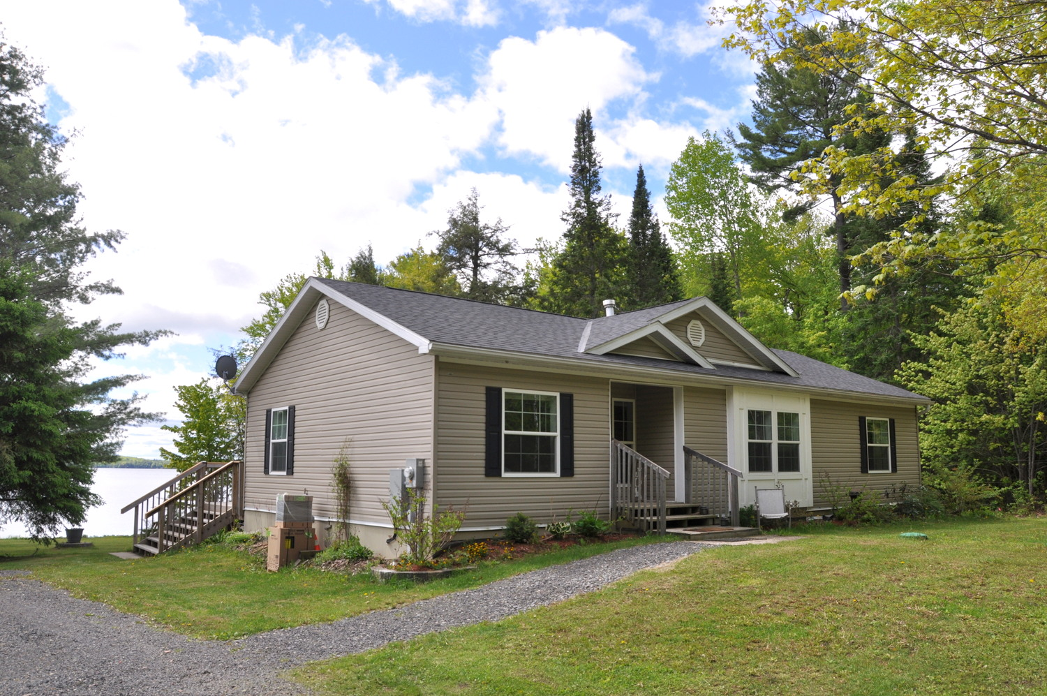 Cottage 154 for Rent on Skeleton Lake near Rosseau in District of
