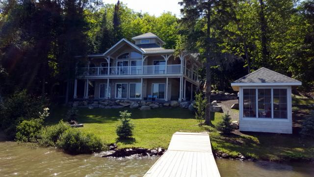Cool Luxury Muskoka Cottage For Rent On Peninsula Lake Muskoka Beutiful Home Inspiration Cosmmahrainfo