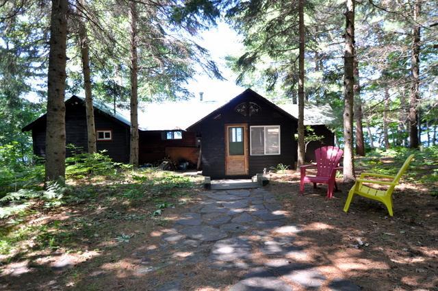 Cottage 173 For Rent On Fox Lake Near Huntsville In