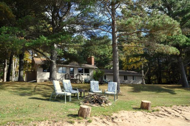 cottage 834 for rent on kamaniskeg lake near barry s bay in rh cottagevacations com